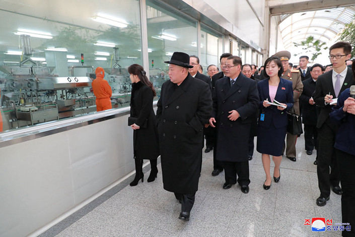 Kim Jong Un and his wife Ri Sol Ju arrive at a train station in Pyongyang, North Korea on Jan. 7. Photo: VCG