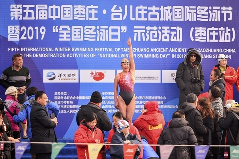 A contestant stands on the stage during the swimming festival in Taierzhuang, on Jan. 10. Photo: VCG