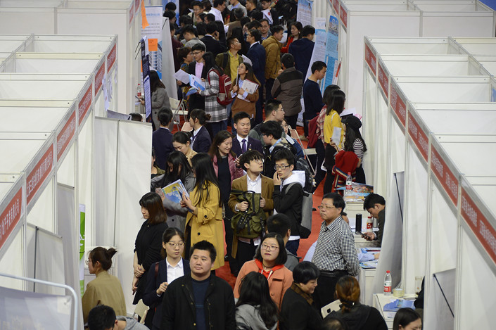Students scour a job fair for the class of 2018 at Peking University in Beijing on March 24. Photo: VCG