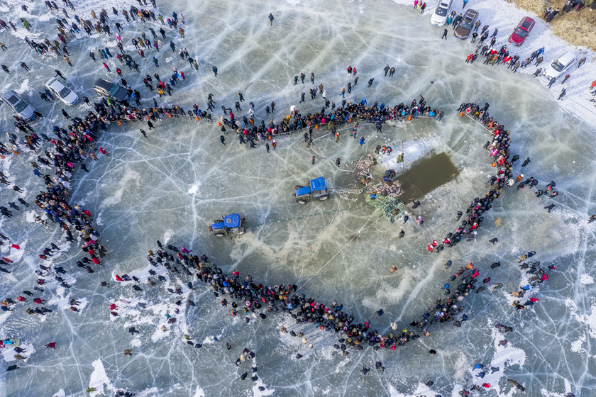 People stand in a circle on icy Lake Khanka, also known as Lake Xingkai, in North China's Heilongjiang province on Dec. 30 while waiting for the first fishing harvest during the winter fishing festival held to celebrate the new year. Photo: VCG