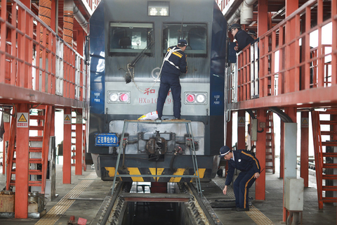 Workers at the China Railway bureau in Chengdu, Sichuan province, work on about 200 locomotives and train cars on Jan. 2 ahead of the Spring Festival travel season. Photo: VCG