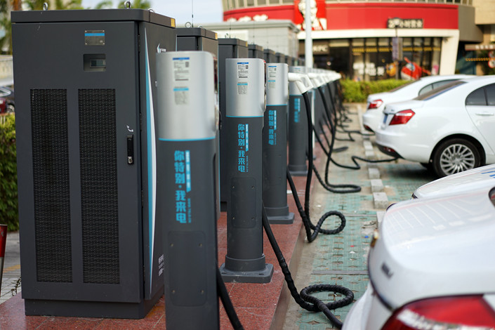 New-energy vehicles charge in Xiamen, Fujian province, on Jan. 8, 2019. Photo: VCG
