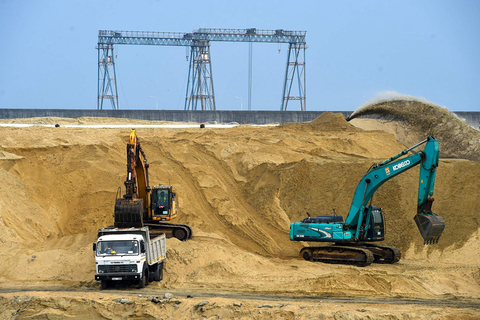 Heavy machinery is seen at the Colombo International Financial City construction site in Colombo, Sri Lanka, on Wednesday. Photo: VCG