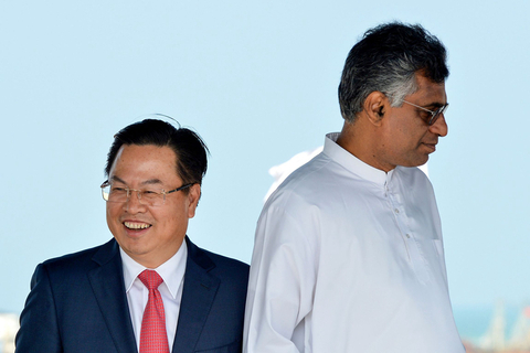 Cheng Xueyuan (left), Chinese ambassador to Sri Lanka, and Patali Champika Ranawaka, Sri Lankan minister of megapolis and western development, attend the ceremony marking the completion of the land-reclamation project of Colombo International Financial City in Colombo, Sri Lanka, on Wednesday. Photo: VCG