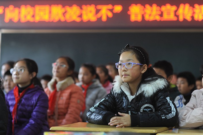 Primary school students recieve a lesson about bullying in Qingdao, Shandong province on Nov. 23. Photo: VCG