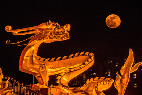 A supermoon is seen behind a dragon statue in Beijing on Jan. 21. A supermoon is a full moon that nearly coincides with the moon's closest approach to Earth in its orbit, resulting in a slightly larger size and a brighter view. According to reports, we'll see three full supermoons in 2019, on Jan. 21, Feb. 19 and March 21. Photo: VCG