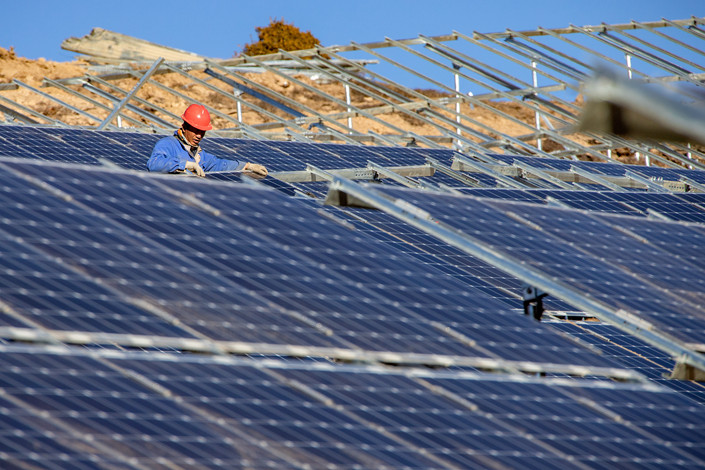 Technicians install solar panels in Southwest China's Sichuan province on Dec. 21. Photo: VCG