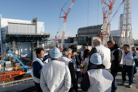 Foreign journalists are briefed on the demolition progress at the Fukushima Dai-ichi Nuclear Power Plant on Wednesday. Photo: IC