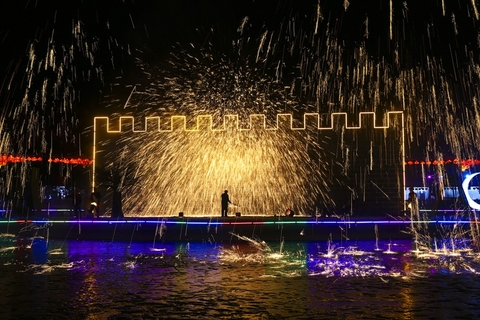 "A ""datiehua"" performance, where molten iron is thrown to create spectacular patterns in the night, at Beijing World Park on Feb. 7. Photo: VCG"