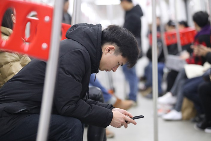Passengers on the Chongqing subway use their mobile phones on Dec. 27. Photo: IC