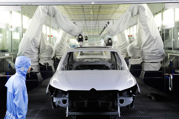 Inside an auto plant run by Dongfeng Peugeot-Citroën Automobile Co. Ltd. in Wuhan city, Hubei province, on Aug. 18, 2013. Photo: IC