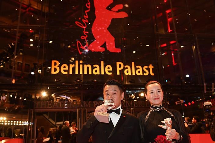 Wang Jingchun(left) and Yong Mei pose with their Silver Bear trophies for Best Actor and Best Actress for
