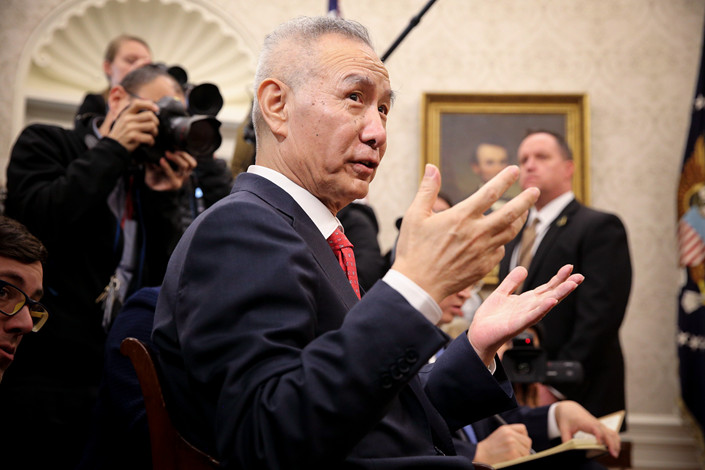 Chinese Vice Premier Liu He speaks to U.S. President Donald Trump in the Oval Office on Jan. 31. Photo: IC