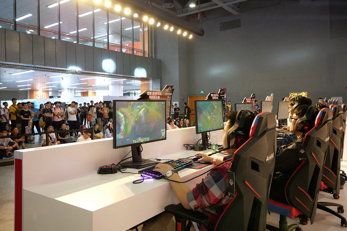 An online gaming competition held at a shopping mall in Guangzhou, South China's Guangdong province on Oct. 5. Photo: VCG