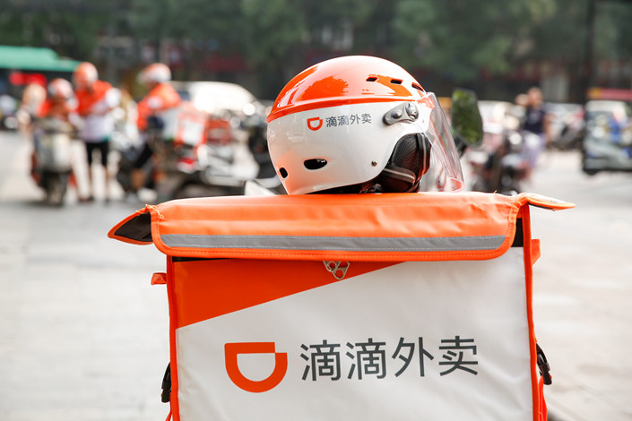 A courier for Didi Waimai, the food delivery service of taxi-hailing app Didi Chuxing, rides off on a delivery on July 23 in Zhengzhou, Central China's Henan province. Photo: IC
