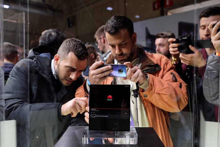 People take pictures of Huawei's new Mate X smartphone ahead of the Mobile World Congress in Barcelona on Feb. 24. Photo: VCG