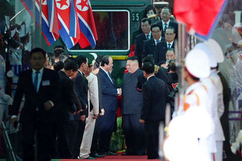 Kim Jong Un shakes hands with Vietnamese officials on Tuesday. Photo: VCG