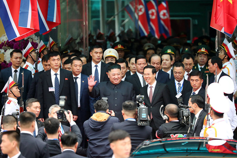 Kim Jong Un waves to the media upon his arrival at Dong Dang railway station in Vietnam on Tuesday. Photo: VCG