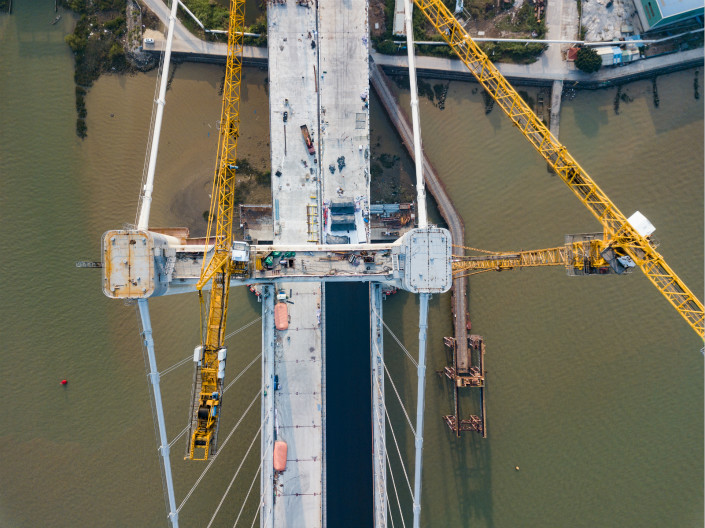 Bridge under construction in the city of Humen, Guangdong province. Photo: VCG