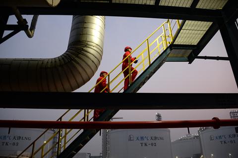 中国海洋石油集团有限公司近日向多家国际石油公司发出通知,希望对方能够接受公司以不可抗力减少液化天然气(LNG)进口,原因是受新冠疫情影响,2月份LNG下游需求大幅下降。