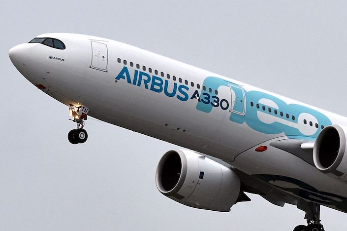 A new Airbus A330neo makes its first flight over Colomiers. Photo: Bloomberg