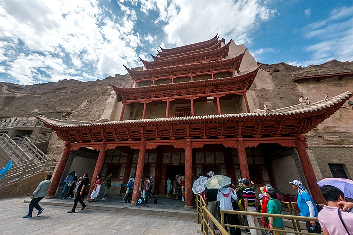 Tourists line up on Aug. 20 to visit the Mogao grottoes, which have relatively complete wooden eaves from the Tang and Song dynasties. Photo: IC