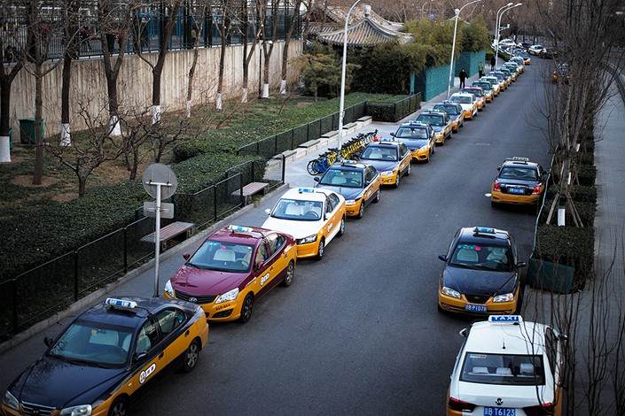 Taxis line up on a street near Deshengmen, Beijing, on Jan. 26. Photo: VCG