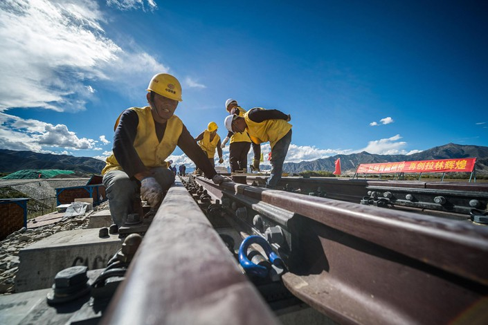 Workers constructing the Sichuan-Tibet railway on Sept. 16, 2018. Photo: VCG