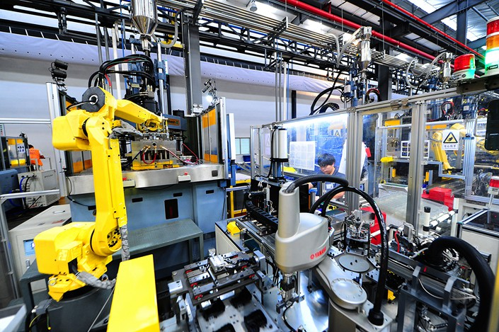 Robots build car door locks on an assembly line in Suzhou, in Jiangsu province, Sept 2, 2018. Photo: VCG