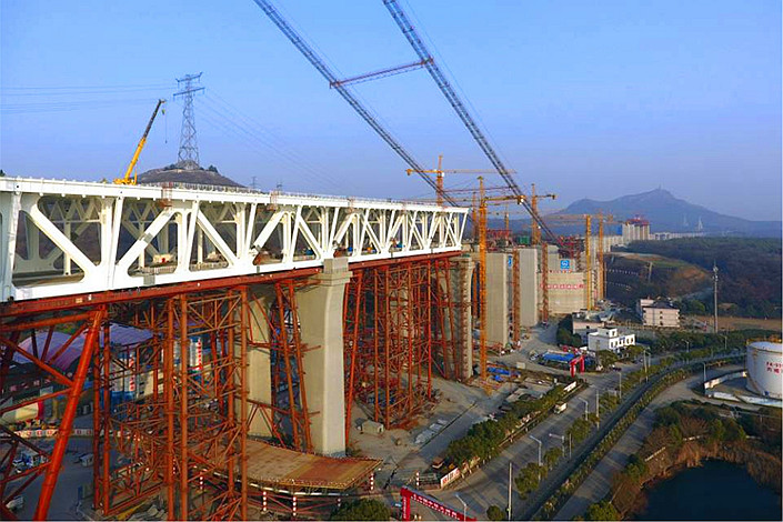 The Wufengshan Yangtze River Bridge is seen under construction on Jan. 22 in the enormously indebted city of Zhenjiang, East China's Jiangsu province. Photo: VCG