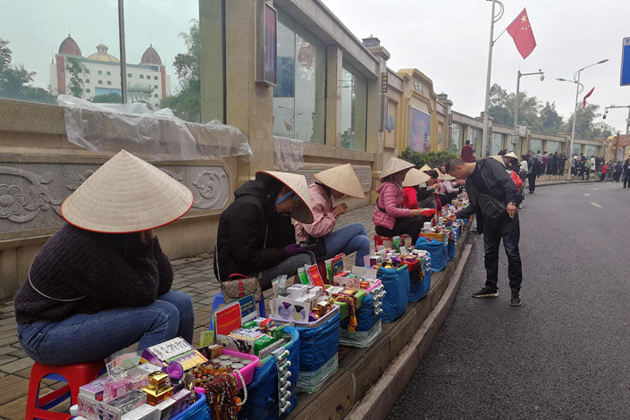 Vietnamese merchants sell goods in the Chinese border city of Dongxing, which is in the Guangxi Zhuang autonomous region. Photo: VCG