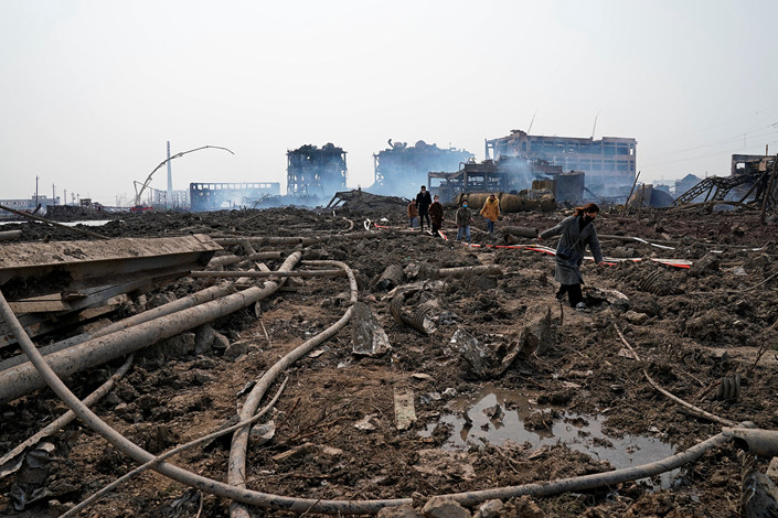 Relatives look for a missing worker on Saturday at a pesticide plant owned by Tianjiayi Chemical following the explosion in Xiangshui county in East China's Jiangsu province. Photo: VCG