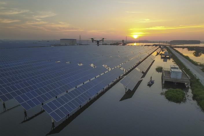 A floating solar power array in Taizhou, Jiangsu province in August 2016, Photo: VCG