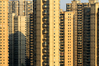 房地产税何妨缓行?