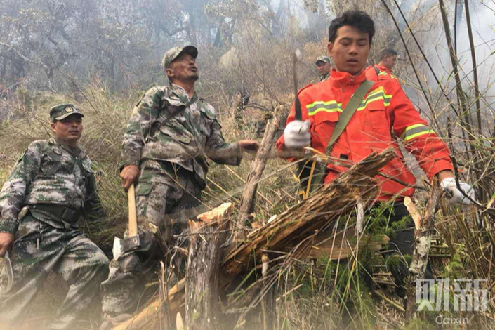 Firefighters battle the forest fire in Sichuan. Photo: Caixin