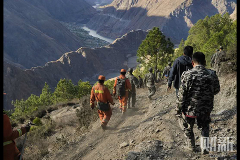 A team of firefighters and villagers Sunday hike to the location of the fire that broke out the previous day in the Liangshan Yi autonomous prefecture in Southwest China's Sichuan province. Photo: Cao Jianhua