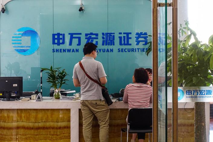 A Shenwan Honguyan branch in Shanghai on May 4, 2018. Photo: VCG
