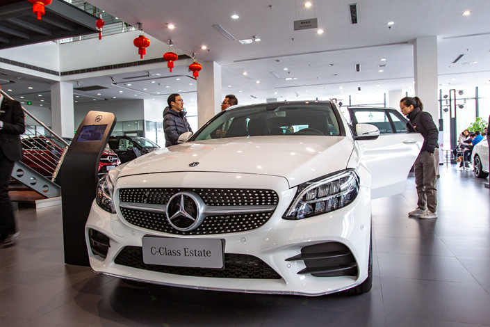 Customers view a Mercedes-Benz at a dealership in Shanghai on Feb. 23, 2019. Photo: IC