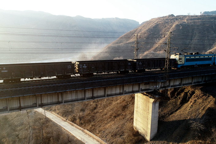 A train transports coal from Datong, Shanxi Province, to Qinhuangdao, Hebei province, on Dec. 31, 2018. Photo: IC