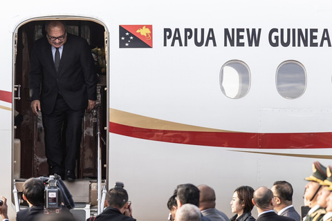 Papua New Guinea Prime Minister Peter O'Neill arrives in Beijing on April 25 ahead of the second BRF. Photo: IC Photo