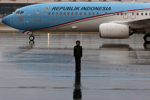 A plane carrying Indonesian Vice President Jusuf Kalla arrives in Beijing on April 25. Photo: IC Photo