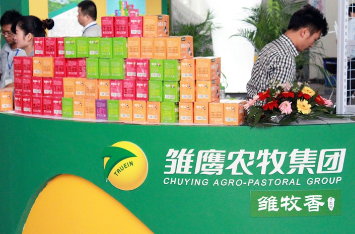 People visit Chuying Agro-Pastoral's stand during an expo in Nanjing, East China's Jiangsu province, in October 2015. Photo: IC Photo