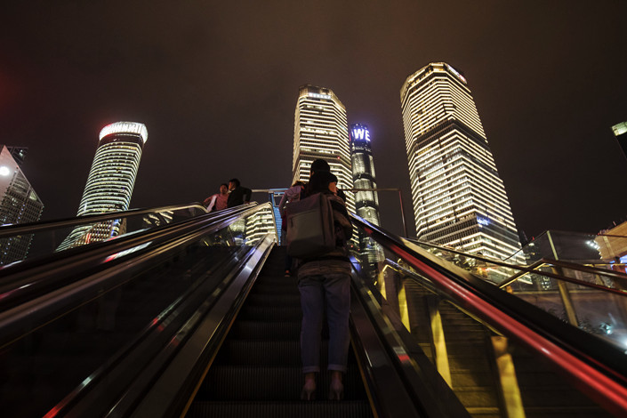 About 45% of 202 bankers surveyed by a state-owned bad-debt manager expect the China's bad-loan ratio to peak next year. Photo: Bloomberg