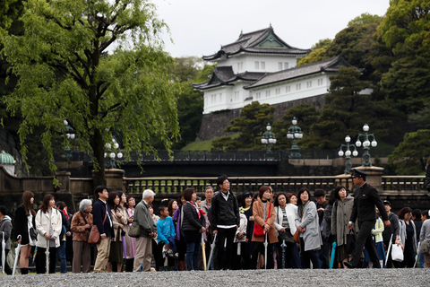 Locals and tourists wait outside the Imperial Palace as Emperor Akihito attends abdication rituals. Photo: IC Photo