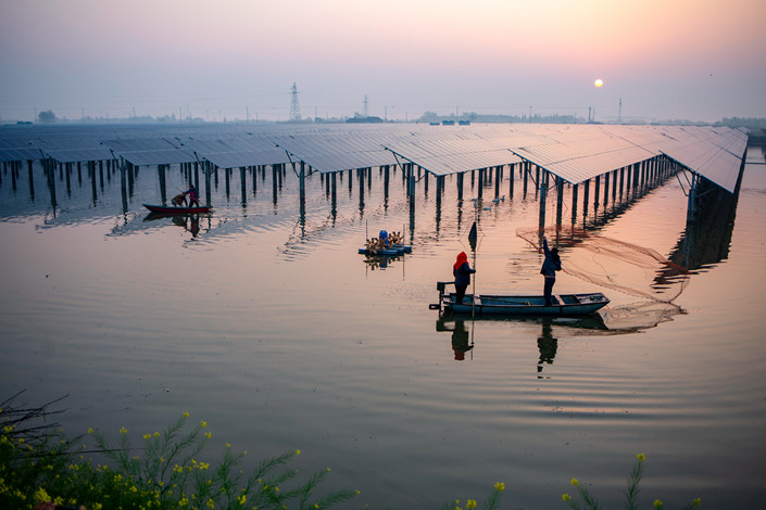 Fishermen cast nets at a floating solar power station in Xinghua, East China's Jiangsu province on April 17. Photo: IC Photo