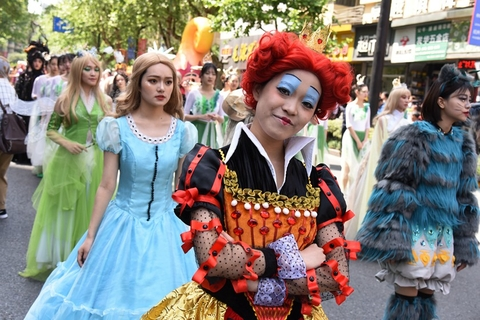 Cosplayers dressed as their favorite characters from movies and cartoons take part in the parade. Photo: IC Photo