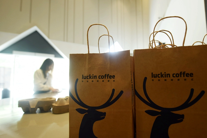 Customers buy coffee at a Luckin store in Hangzhou, Zhejiang province, on May 16, 2019. Photo: IC Photo