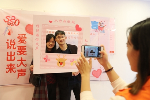 A couple registers for marriage at the Civil Affairs Bureau in Shapingba district of Chongqing on Monday. Photo: IC Photo