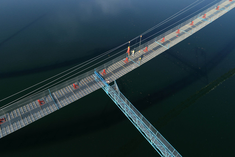 Construction continues on Wednesday on the 2.6-kilometer (1.61-mile) Panggong Bridge in Xiangyang, Central China's Hubei province. Photo: IC Photo