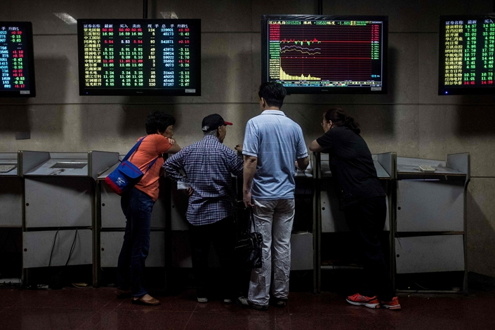 Investors monitor stock prices at a securities company in Shanghai in May 2018. Photo: VCG